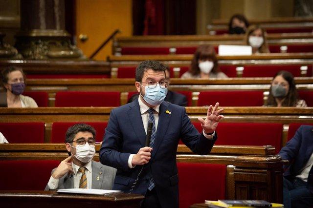 El president de la Generalitat, Pere Aragonés, interviene en una sesión plenaria en el Parlament de Catalunya, a 21 de julio de 2021, en Barcelona, Catalunya (España). Durante el Pleno, el conceller de Economía ha anunciado que el Govern recurrirá al Inst