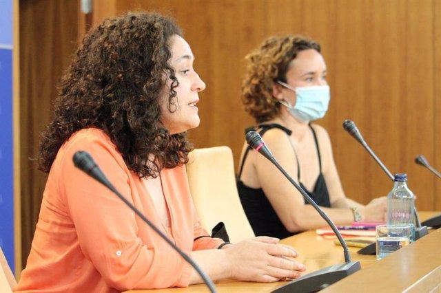 Las portavoces de Unidas Podemos por Andalucía Inmaculada Nieto y Ana Naranjo, este miércoles en rueda de prensa en el Parlamento.