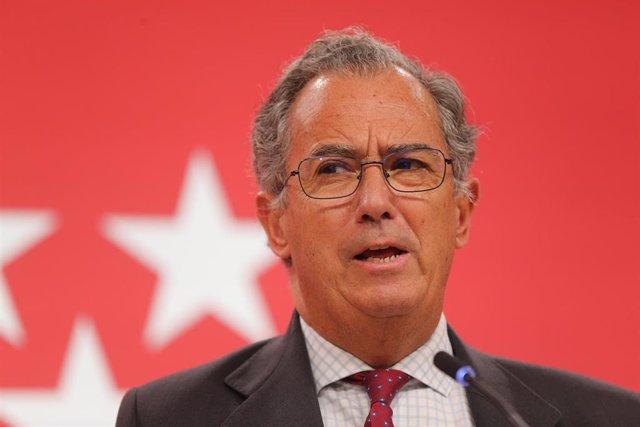 El consejero de Educación, Universidades, Ciencia y portavoz del Gobierno, Enrique Ossorio, interviene en una rueda de prensa posterior a una reunión del Consejo de Gobierno de la Comunidad de Madrid.