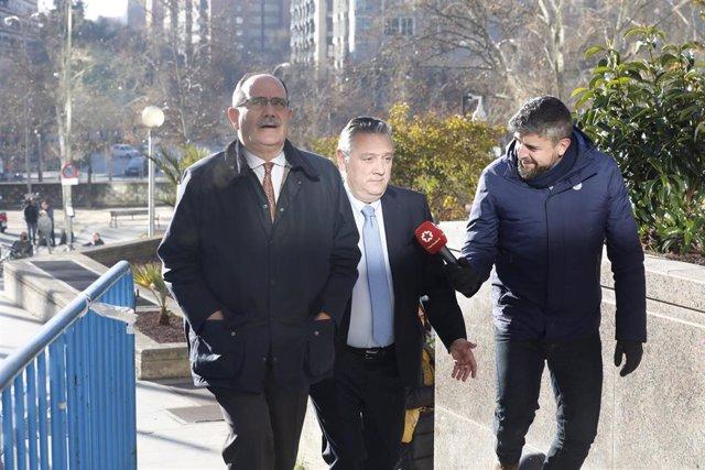"""Archivo - El miembro de la Ejecutiva del PP, Alfredo Prada (con corbata azul), acude a testitificar en el juicio que se celebra en la Audiencia Provincial de Madrid por el presunto espionaje político a ex altos cargos 'populares' """"rivales"""" durante el mand"""