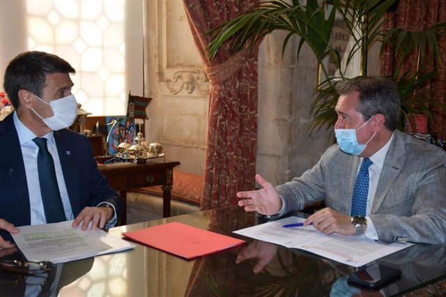 El alcalde de Sevilla, Juan Espadas, durante la reunión con el delegado del Gobierno en Andalucía, Pedro Fernández