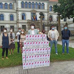 La líder del BNG, Ana Pontón, presenta ante la Xunta las más de 23.600 firmas recogidas por el BNG en contra de la subida de la luz