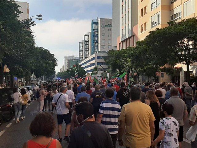 Manifestación contra el cierre de Airbus por la capital gaditana el pasado 1 de julio.