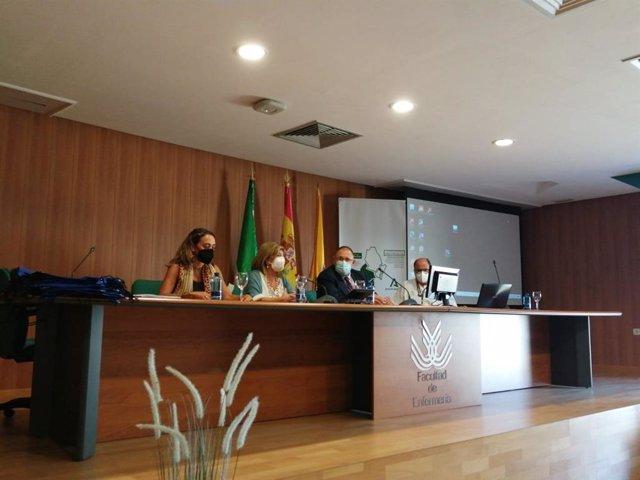 La delegada territorial de Salud y Familias de la Junta en Cádiz, Isabel Paredes, durante la acogida a los nuevos Especialistas Internos Residentes (EIR) que se incorporan a los centros sanitarios del Campo de Gibraltar.