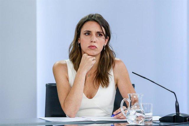 La ministra de Igualdad, Irene Montero, comparece tras la reunión del Consejo de Ministros en Moncloa, a 29 de junio de 2021, en Madrid (España).