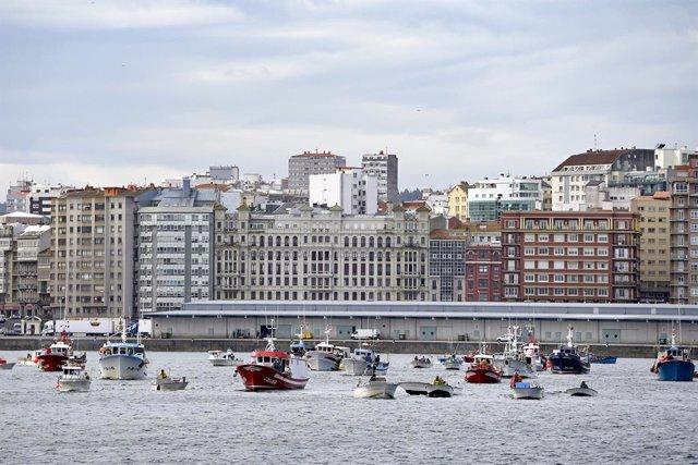 Archivo - Varios barcos de flota artesanal, tras la convocatoria de paro por parte de la Federación Galega de Cofradías de Pescadores en la dársena de A Marina en A Coruña, Galicia (España), a 26 de marzo de 2021. El objetivo del paro es mostrar rechazo a
