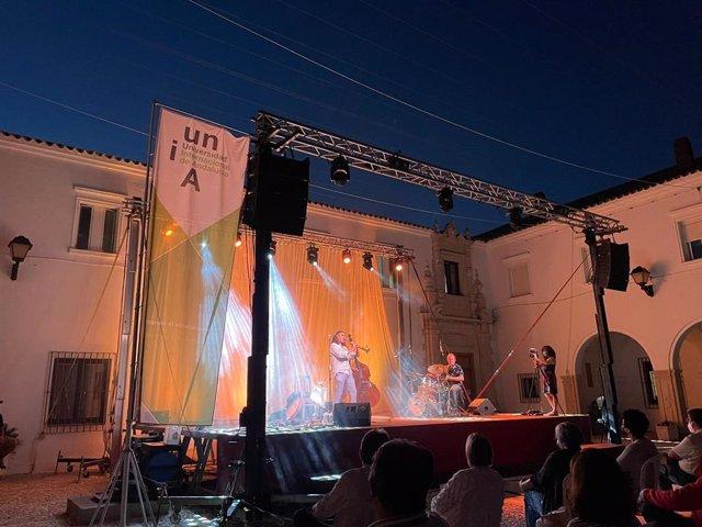 Actuación del artista José Luis Gutiérrez en la sede Santa María de La Rábida de la UNIA.
