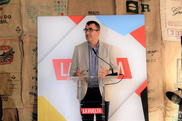 Archivo - Javier Guillén en la presentación de los maillots de La Vuelta