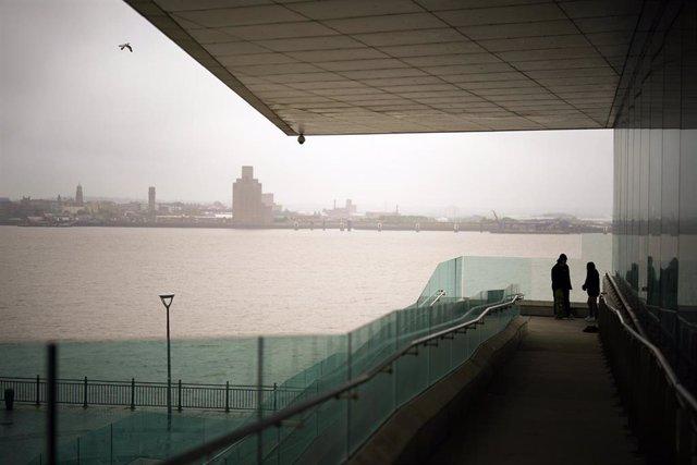 Vista del río Mersey desde el Museo de Liverpool (Reino Unido)
