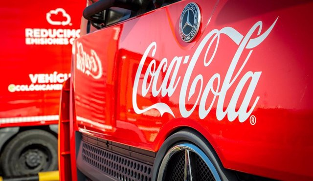 Archivo - Camión de Coca-Cola