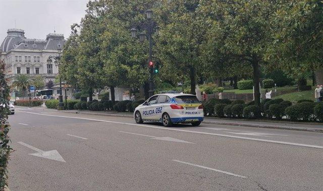 Archivo - Coche de la Policía Local de Oviedo.