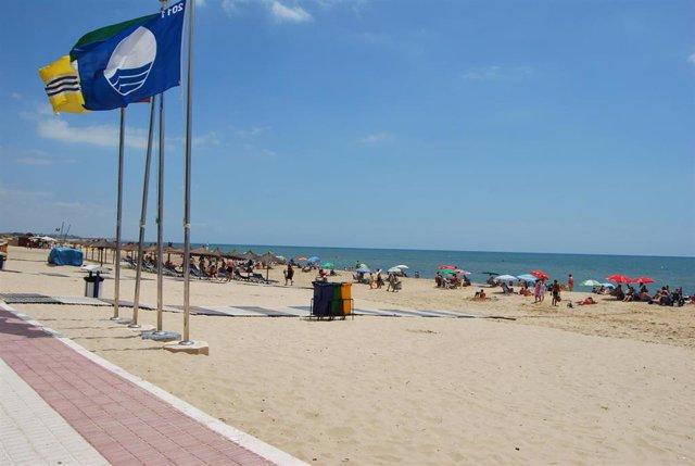Archivo - Playa de Isla Cristina, en una imagen de archivo.