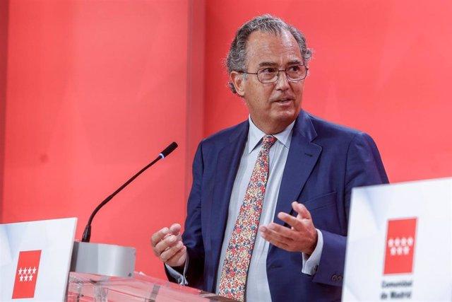 El consejero de Educación, Universidades, Ciencia y portavoz de la Comunidad de Madrid, Enrique Ossorio, durante la rueda de prensa posterior a la reunión del Consejo de Gobierno madrileño.