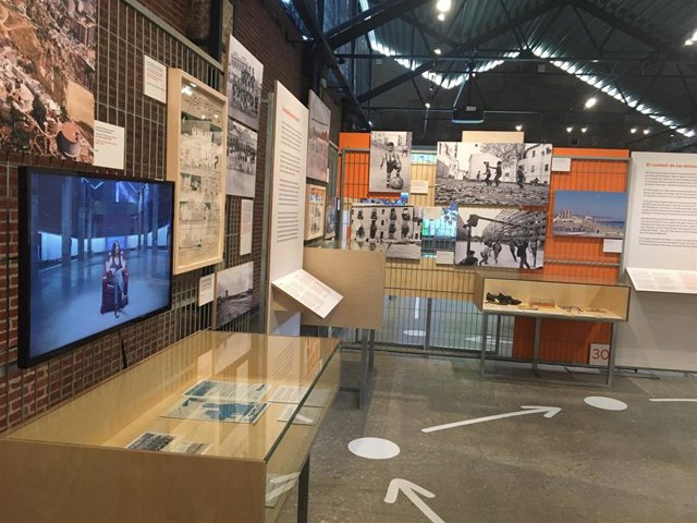 La exposición 'Barcelona & Fútbol' en el Museu d'Història de Barcelona (MUHBA) del espacio Oliva Artés.