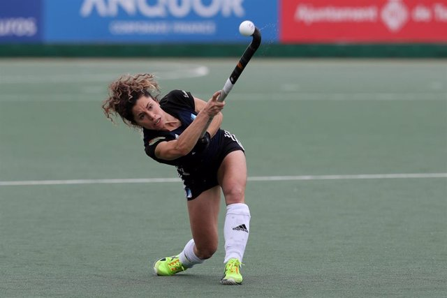 Archivo - Georgina Oliva Isern of Junior FC in action during semifinal 2 of the Final Four of the Iberdrola Hockey League between Junior CF and SPV Complutense In the Can Salas Stadium. May 1, 2021 in Terrassa, Barcelona, Spain.