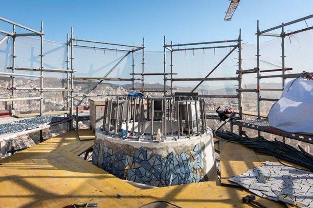 Suport de l'estel de la torre de la Mare de Déu a la Sagrada Família