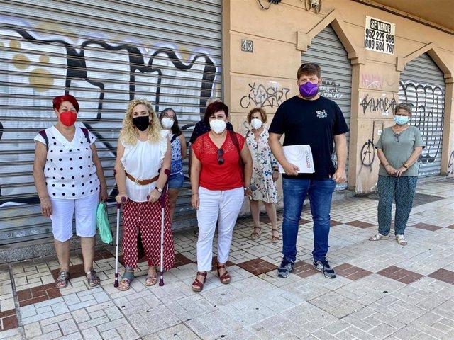 IU y Podemos impulsan el programa 'Persianas abiertas' para reactivar la economía de los barrios de la capital
