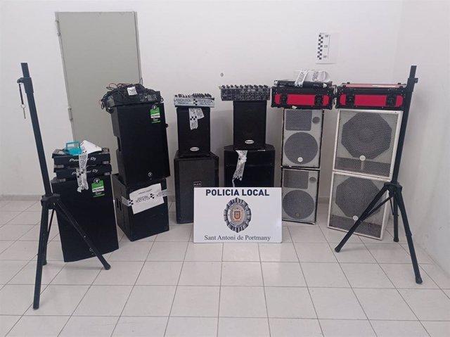 Objetos intervenidos por la Policía Local de Sant Antoni, en Ibiza.