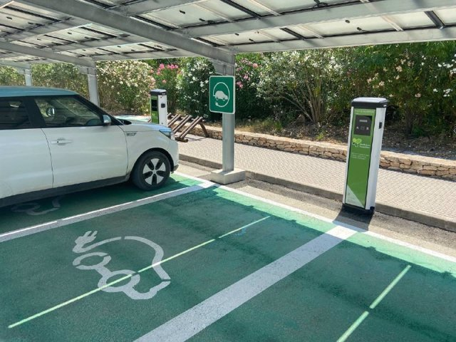 Nuevos puntos de recarga eléctrica en Sant Joan, en Ibiza.