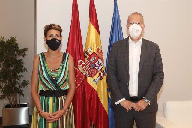 La presidenta Chivite, junto a Markus Haupt, nuevo director de Volkswagen Navarra.