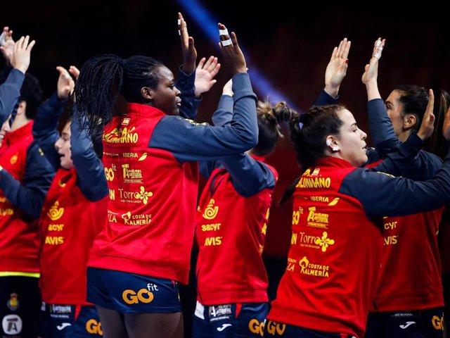 Archivo - Jugadoras de la selección española femenina de balonmano