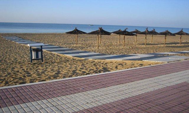Archivo - Playa Central de Isla Cristina (Huelva)