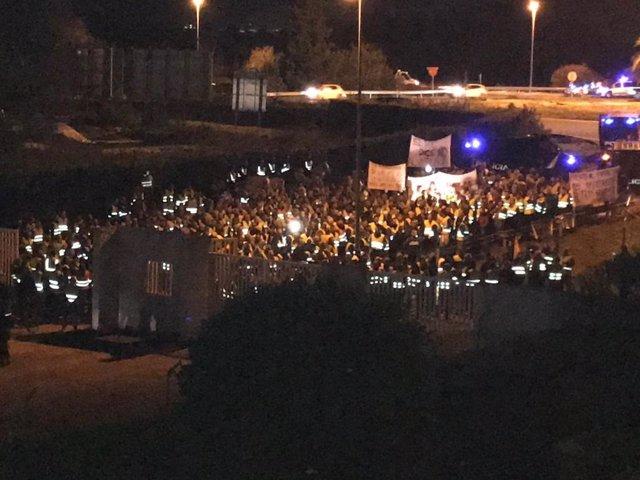 Archivo - Protesta de taxistas ante el debate 'a cuatro' en TVE por elecciones andaluzas
