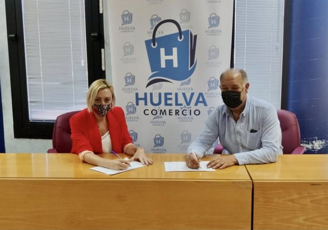 Acuerdo entre el Ayuntamiento y Huelva Comercio para las 'tarjetas monedero'.