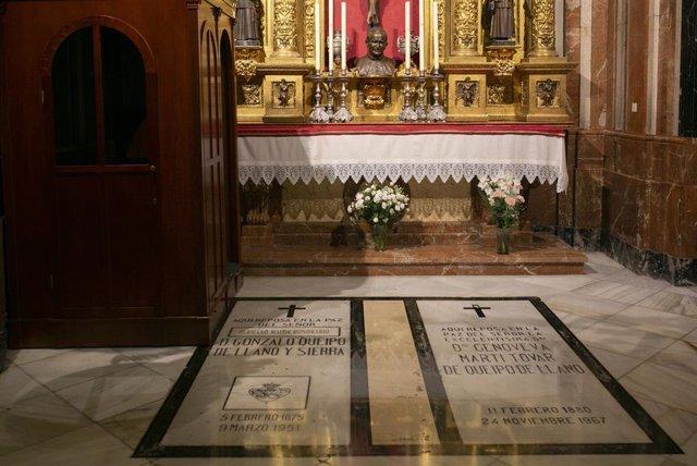 Archivo - Imágenes de la tumba del general golpista Queipo de Llano en la basílica de la Macarena