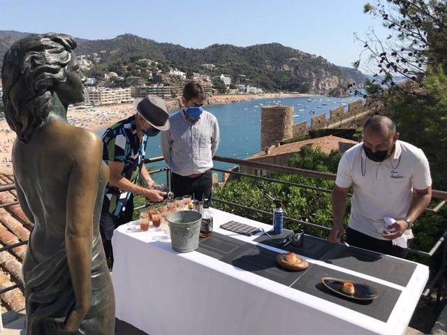 Imagen de las actividades que Tossa de Mar (Girona) prepara para celebrar los 70 años del estreno de la película 'Pandora y el Hondalés Herrante'