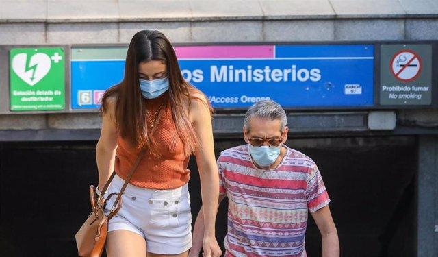 Varias personas salen del metro en las inmediaciones de Nuevos Ministerios, a 28 de junio de 2021, en Madrid, (España).