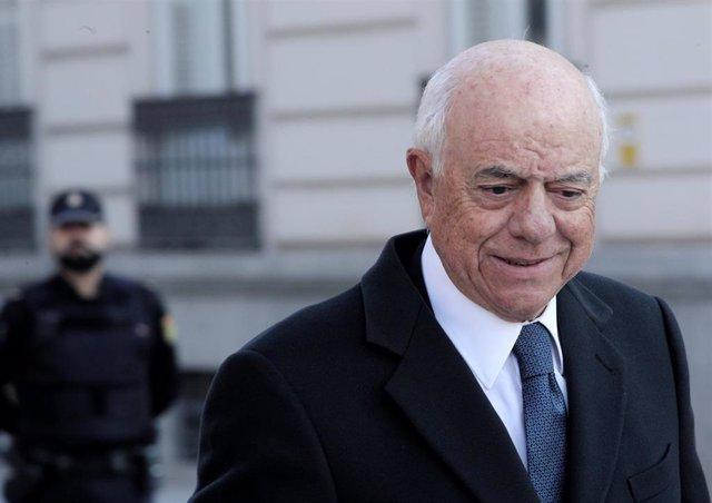 Archivo - El ex presidente del BBVA Francisco González, a su llegada a la Audiencia Nacional para declarar como como investigado por presuntos delitos de cohecho y revelación de secretos.