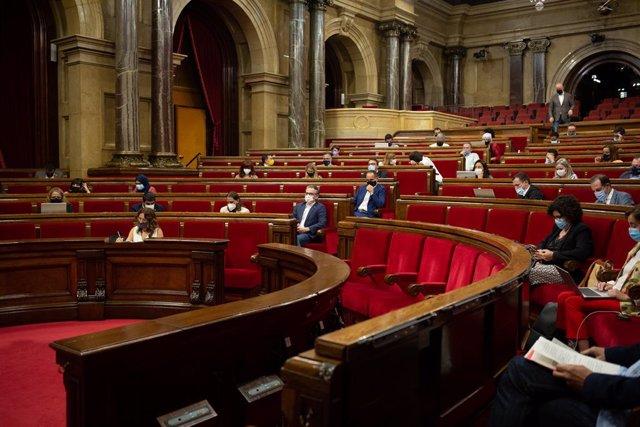 Arxiu - Vista general d'una sessió plenària al Parlament