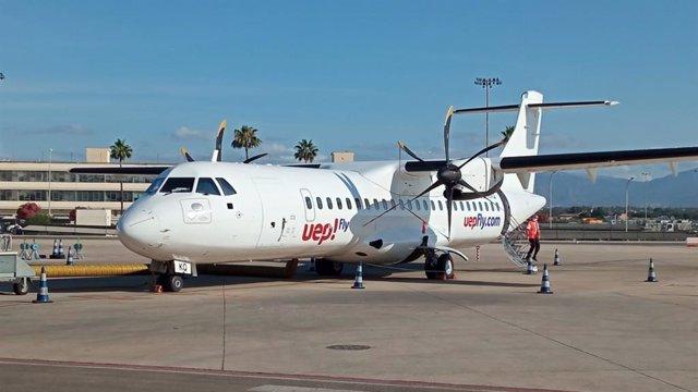 Avión de la compañía Uep!Fly en el aeropuerto de Palma.