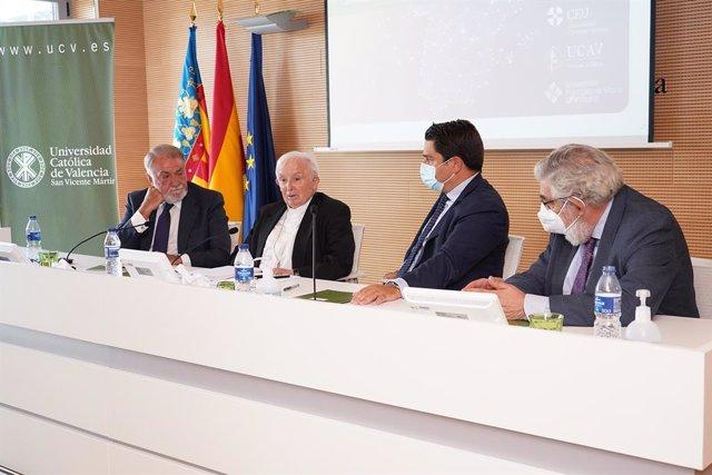 Clausura del curso de verano de la UCV con el exministro Jaime Mayor Oreja y el cardenal Cañizares