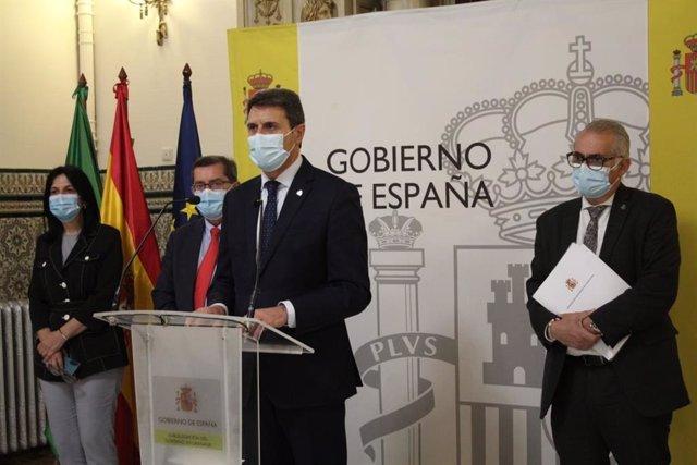 Archivo - El delegado del Gobierno en Andalucía, Pedro Fernández, ofrece una rueda de prensa en la Subdelegación del Gobierno en Granada