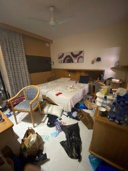 Imagen de la habitación del hotel de Marta donde se encuentra confinado un estudiante cántabro de 14 años en viaje de estudios y que dio positivo en Covid