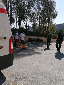 Interceptan una patera con 11 personas en Cala Ambolo en Xàbia