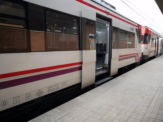 Archivo - Imagen de recurso de un tren de Cercanías.