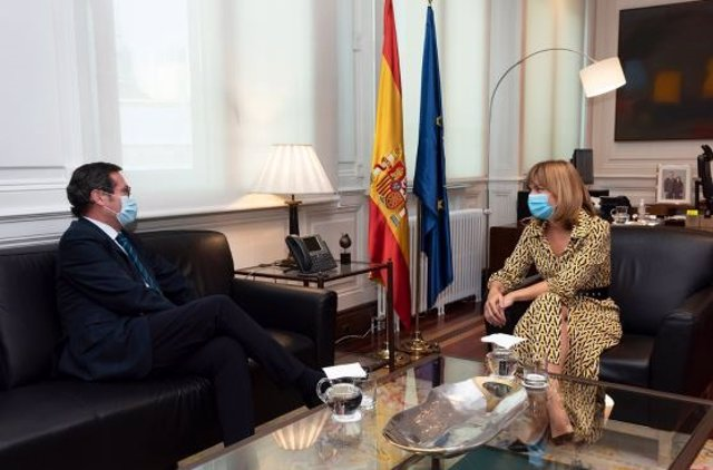 La ministra de Educación y Formación Profesional, Pilar Alegría,  se reúne con el presidente de la CEOE, Antonio Garamendi.