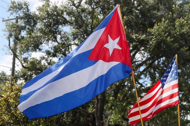 Banderas de Cuba y Estados Unidos en Tampa.