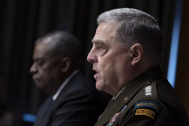 Archivo - HANDOUT - 10 June 2021, US, Washington: USDefense Secretary Lloyd Austin (L)and Chairman of the Joint Chiefs Of Staff General Mark Milley testify to the Senate Appropriations Committee regarding the fiscal year 2022 budget for the Defense Depa