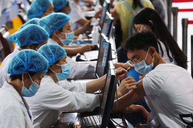 Archivo - Vacunación contra la COVID-19 en China