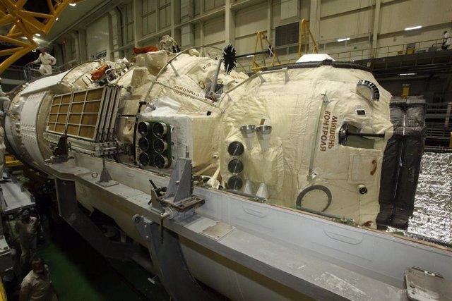 Aspecto del módulo Nauka durante la operaciones finales previas al lanzamiento