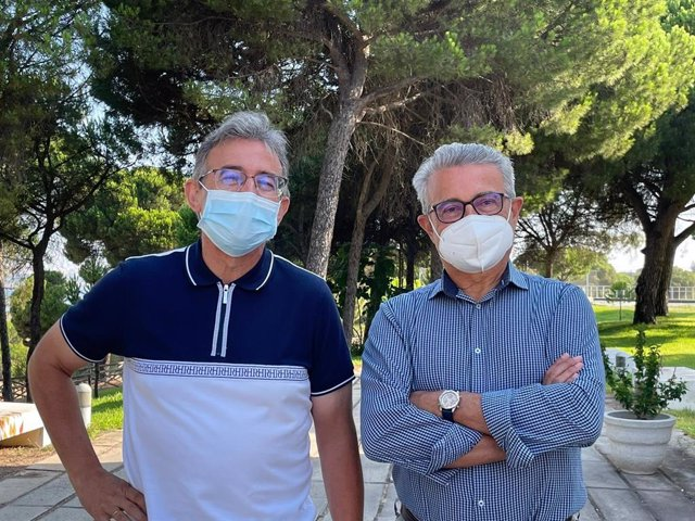 Francisco Ruiz y Joaquín Rodríguez, codirectores del encuentro 'Doñana: de Neandertales, menhires y elefantes'.