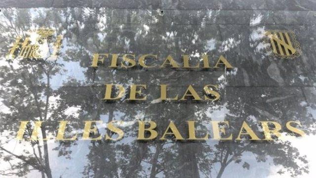 Archivo - Placa de la Fiscalía de Baleares, a la entrada del edificio