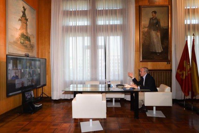 Archivo - Alcaldes de diez ciudades de España de distinto signo político, entre ellos el de Zaragoza, Jorge Azcón, han acordado solicitar una reunión con la ministra de Hacienda, Maria Jesús Montero