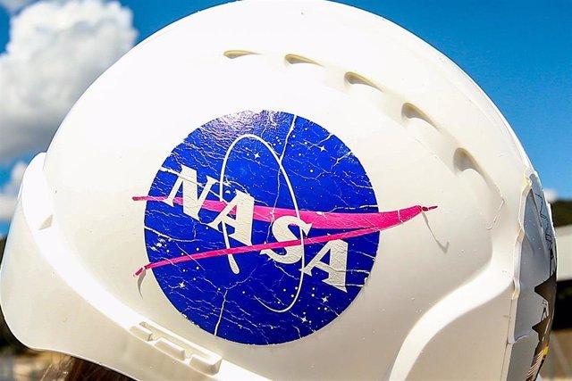 Archivo - Casco de uno de los trabajadores de la Estación de Seguimiento de satélites de NASA y Centro de Entrenamiento y Visitantes INTA-NASA en Robledo de Chavela, Madrid.