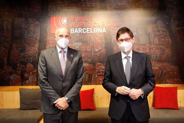 El president de CaixaBank, José Ignacio Goirigolzarri, i el CEO del MWCapital, Carlos Grau