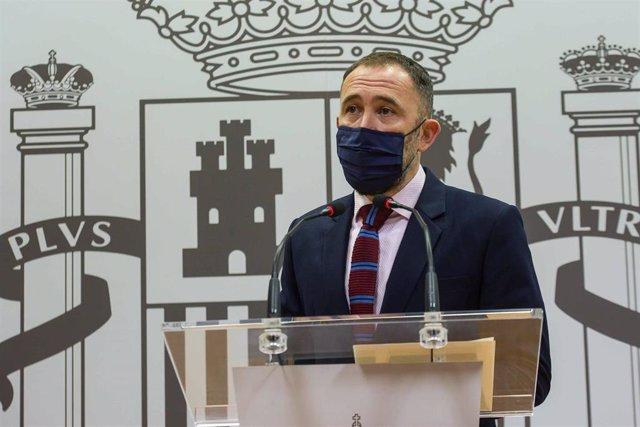 Archivo - El delegado del Gobierno en el País Vasco, Denis Itxaso, ofrece una rueda de prensa en la subdelegación del Gobierno en Gipuzkoa